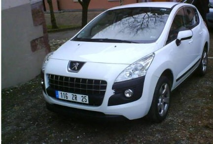 http://greekcarfan.files.wordpress.com/2008/12/peugeot_3008_9.jpg